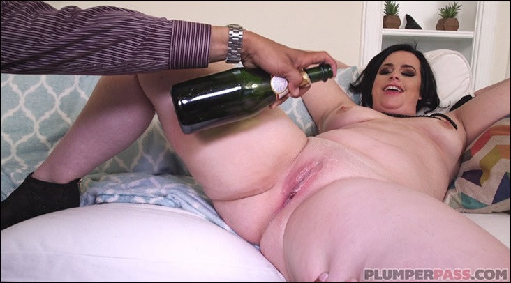 virgo peridot gets champagne poured on pussy