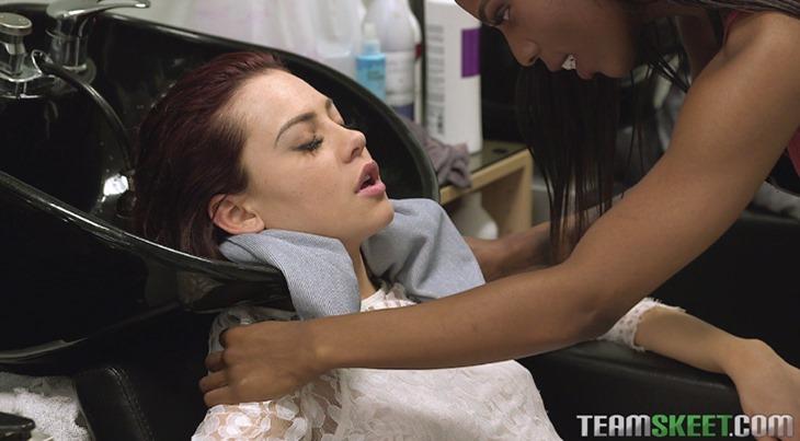 Sarah Banks massages Sabina Rouge (Image 12 of 22)